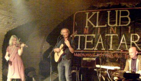 Rundek i Cargo Trio oduševili osječku publiku