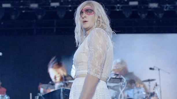 Andrew Garfield kao žensko u novom spotu Arcade Fire