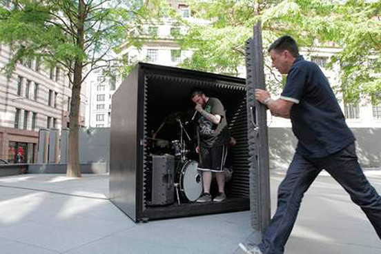 Unfathomable Ruinaton sviraju u zatvorenoj kocki dok ne ostanu bez vazduha