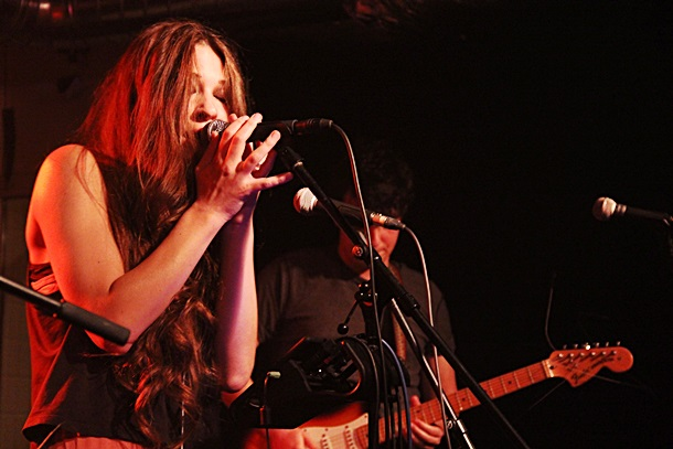 Sara Renar svira u Novom Sadu