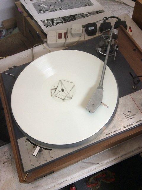 Thom Yorkeova misteriozna bela ploča (foto)