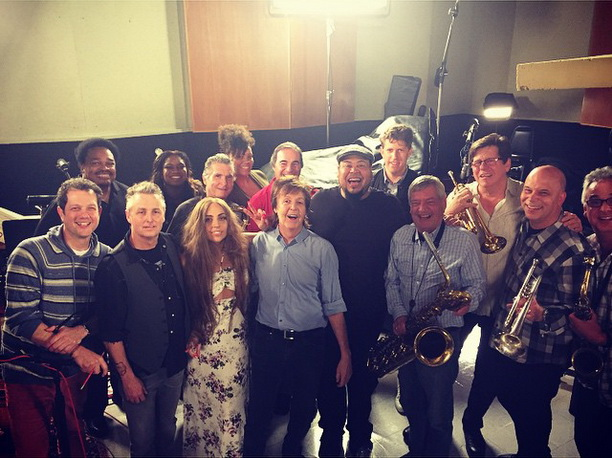 Sarađuju Paul McCartney, Mike McCready (Pearl Jam) i Lady Gaga