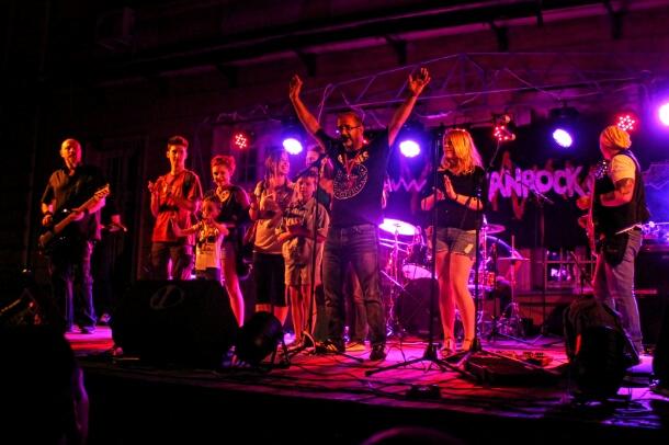 Humanitarni koncert za Stefana: Rokenrolom za srce (foto reportaža)