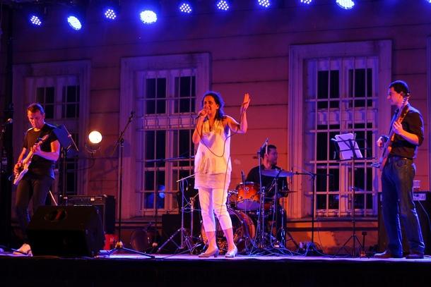 Svetski dan muzike u Nišu: Francuske šansone i rokenrol (foto reportaža)