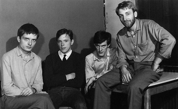 Joy Division reizdaju debitantski EP