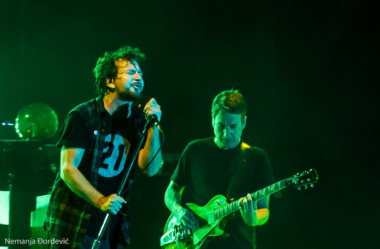 Neil Young uvodi Pearl Jam u Rock'n'Roll kuću slavnih