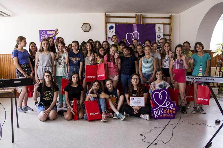 Novinarka Balkanrocka u poseti Rok kampu za devojčice