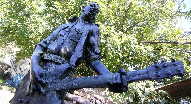 strummer-zagreb-statua